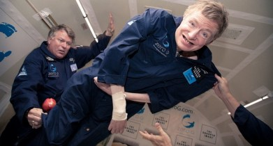 Stephen Hawking regaló comida a los desamparados el día de su funeral