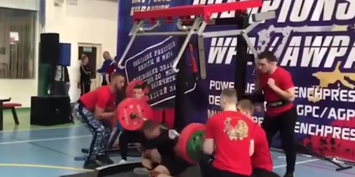 VIDEO: Levantador de pesas se rompe la pierna en plena competencia