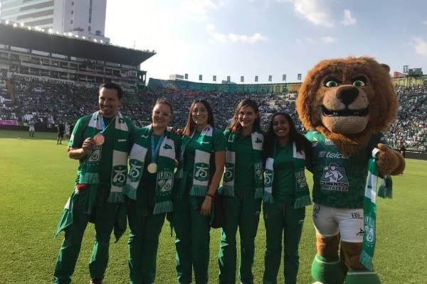 Resultado de imagen para atletas panamericanos de león en el estadio nou camp