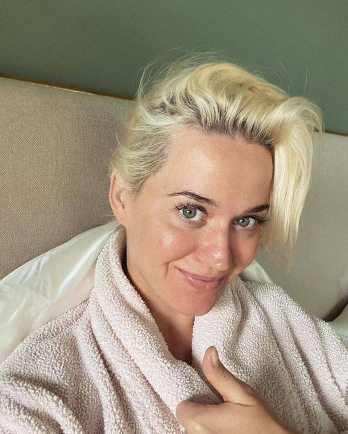 Katy Perry shows off her face without makeup in selfie during their quarantine