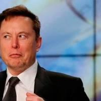 Elon Musk es criticado por astrónomos: sus satélites Starlink limitarán hallazgos