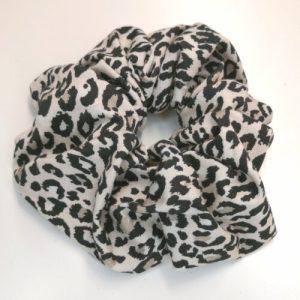 Scrunchie beige leopardmönstrad viscosetrikå
