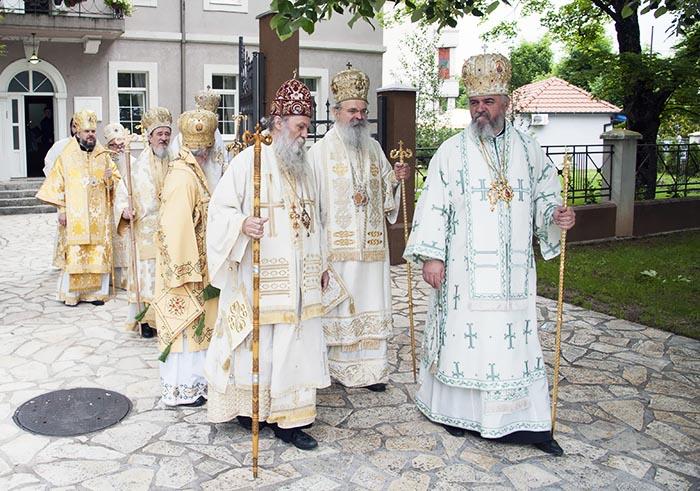 jun-2019-arhijerejska-liturgija-u-niksicu-3
