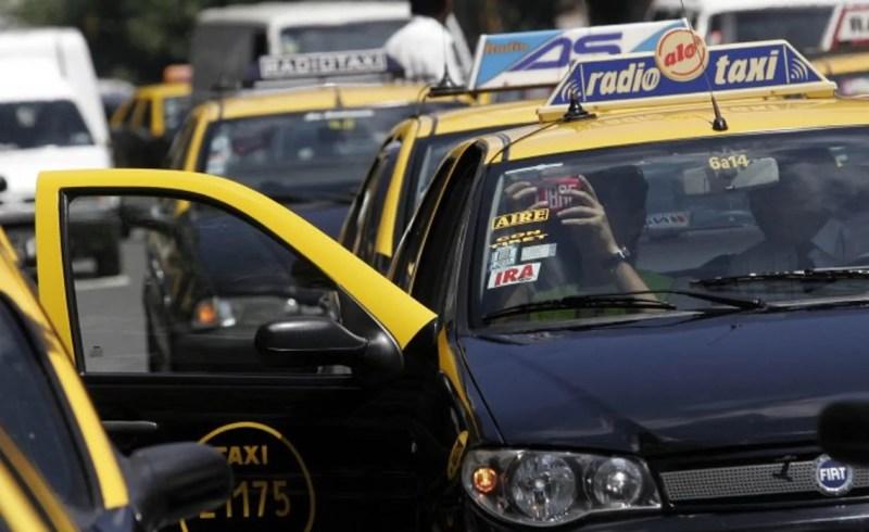Tras el aumento de 19,5%, los taxistas piden otro incremento para noviembre