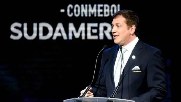 Alejandro Domínguez, presidente de la Conmebol, presidirá la reunión para definir el futuro de las Eliminatorias Sudamericanas.
