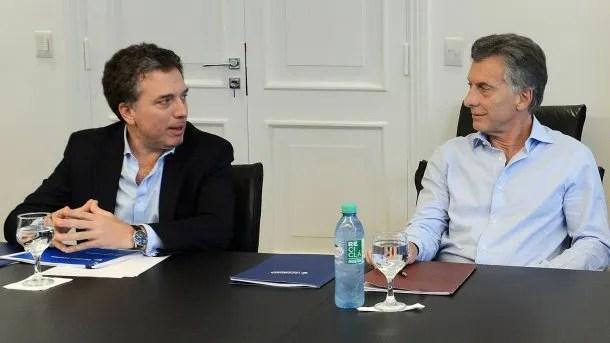 Nicolás Dujovne y Mauricio Macri<br data-recalc-dims=