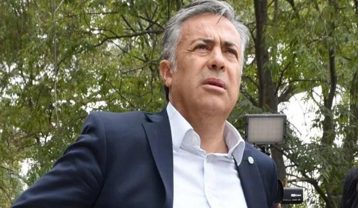 COVID-19: Alfredo Cornejo, asistido con oxígeno en sala común