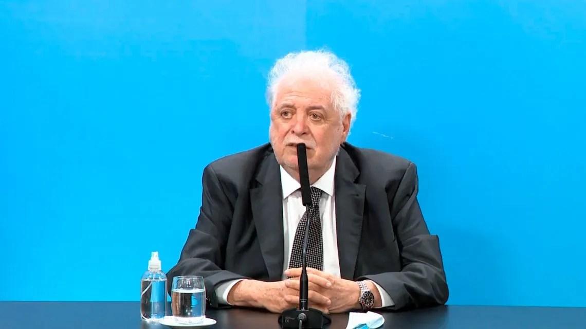 Ginés González García confirmó que «en cuestión de horas» estarán autorizados para vacunarse los mayores de 60 años