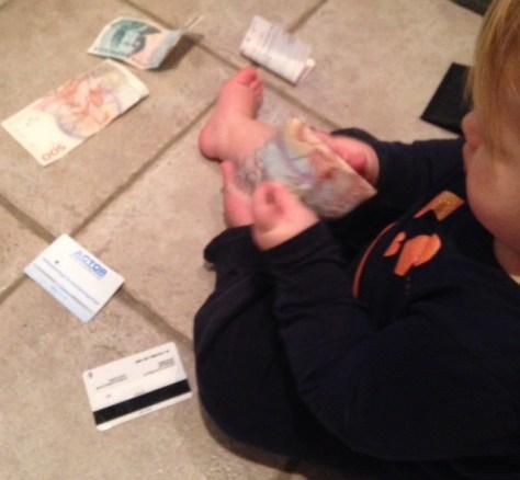Lillan roar sig med pappas pengar
