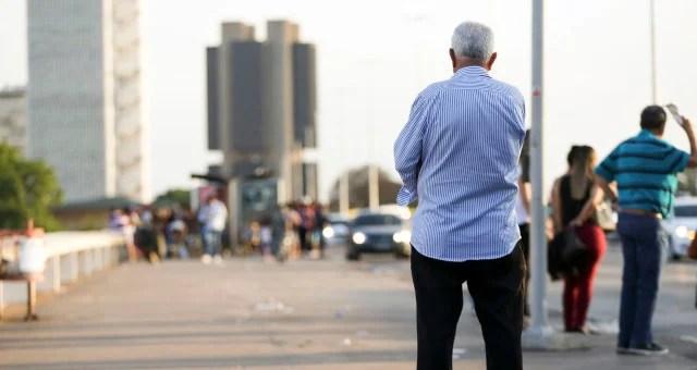 Elderly people in the central region of Brasília.