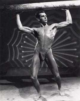 gay bodybuilders posing nude