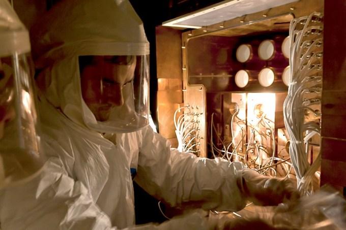 Gran Sasso LaboratoryのDAMA-LIBRA実験に取り組んでいる科学者。