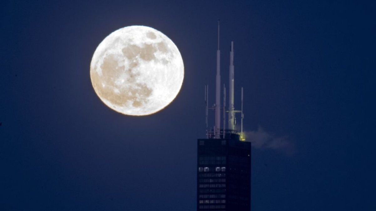Missed the 'Snow' Moon? Here's When and Where to See It Again This Weekend - NBC Chicago