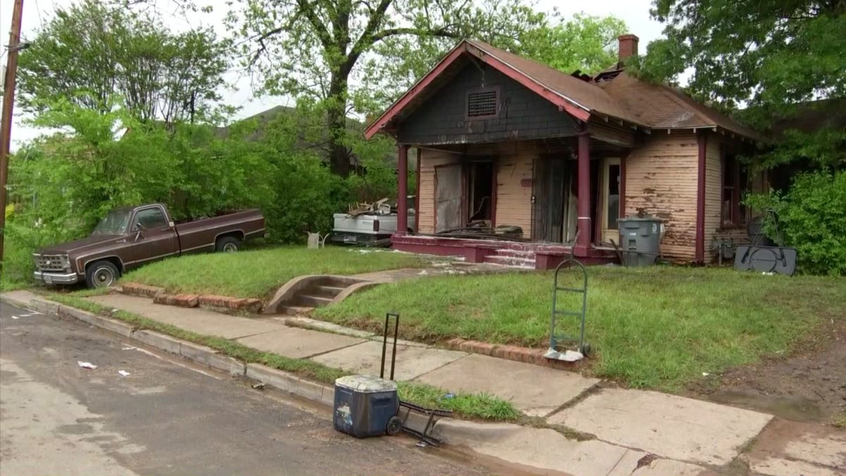 Man Killed in Friday Morning House Fire in Southeast Dallas