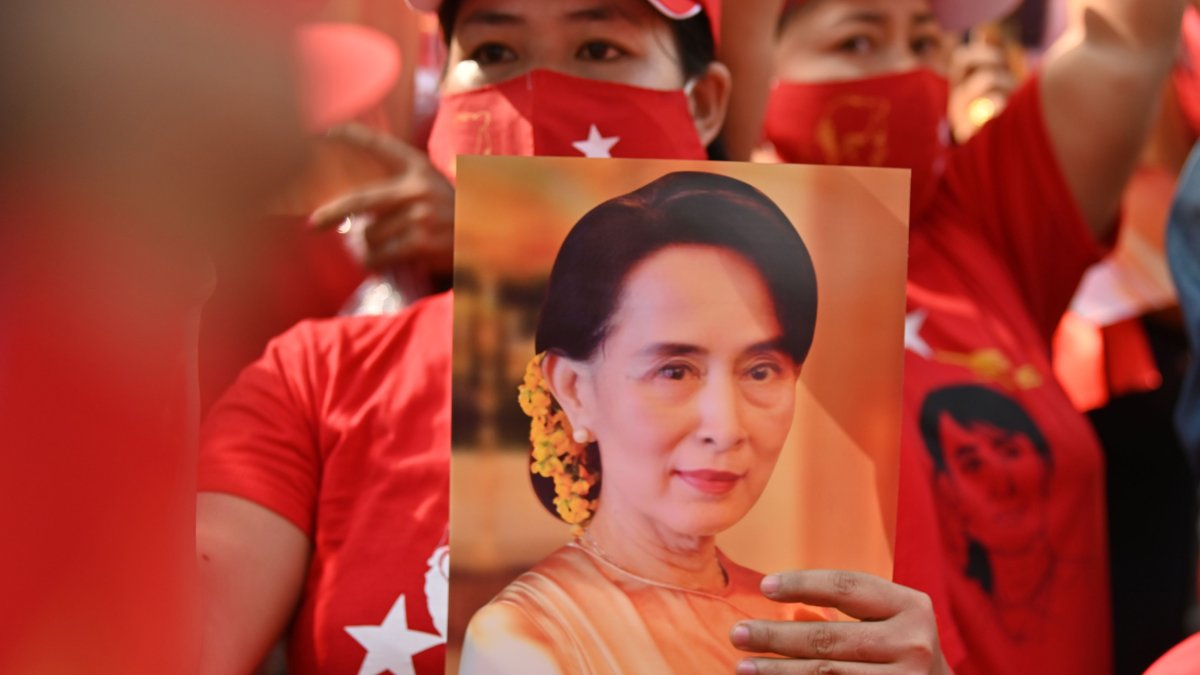 Protesters Defy Myanmar Security Forces as UN Action Urged 1