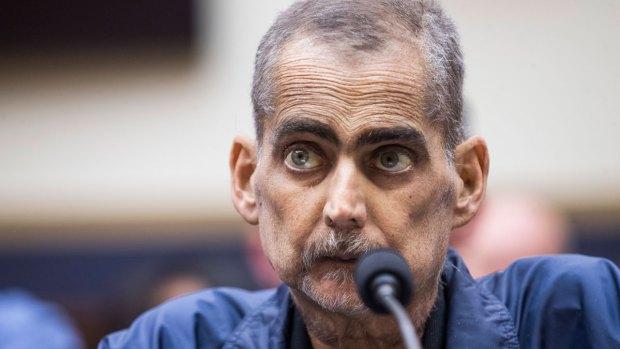 Hero 9/11 Primera Respuesta Luis Alvarez reza desde los albergues