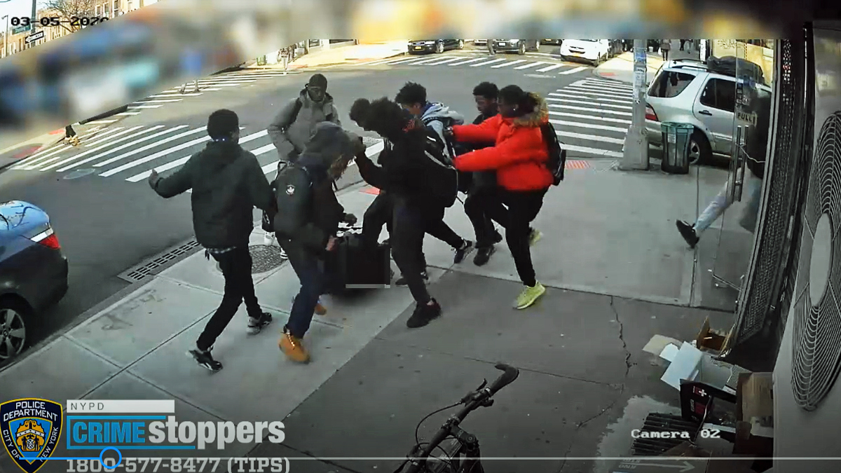 Sickening 15 Year Old Nyc Girl Beaten Robbed In Vicious Teen Mob Street Attack Nbc New York