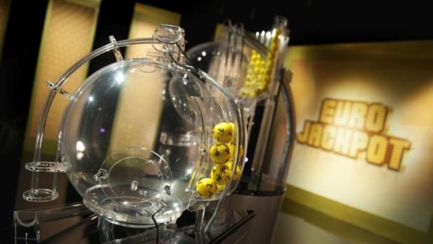 Diese gelben Eurolotto-Kugeln entscheiden über die Gewinne im Eurojackpot (Foto)