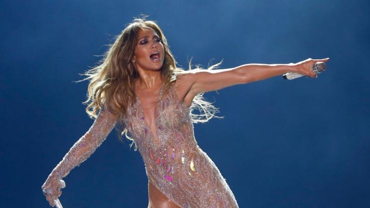 Insta :  Jennifer Lopez sur Instagram: Sweaty! J.Lo présente ses courbes dans un soutien-gorge de sport moulant