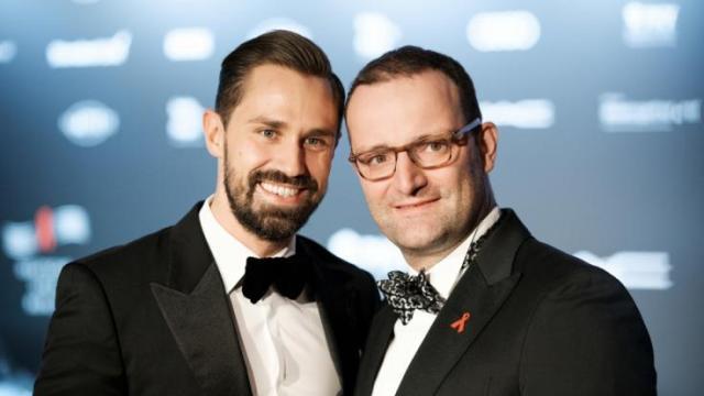Jens Spahn privat: Familie und Kinder? So lebt er mit seinem Mann Daniel |  news.de