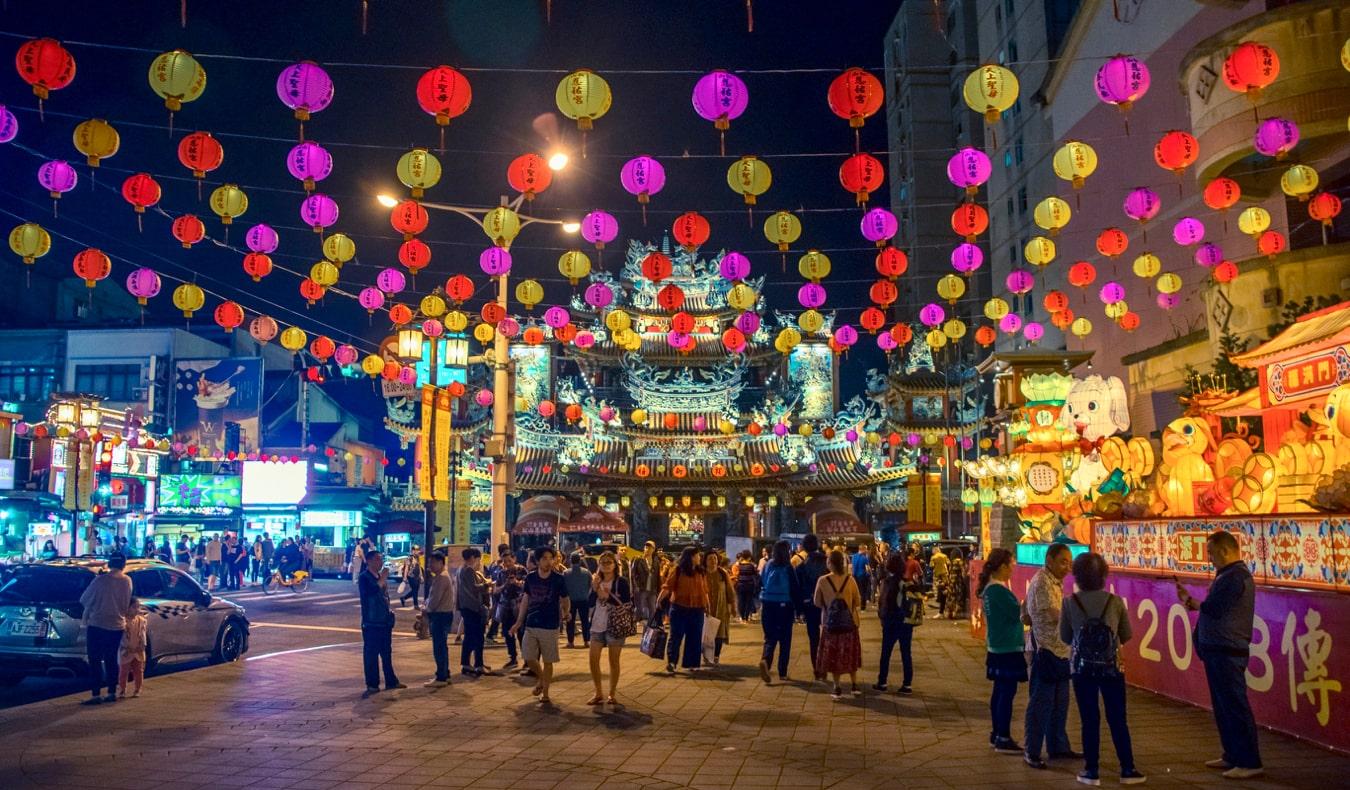 A bust night market full of people in Taipei, Taiwan