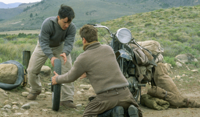 Characters fixing a bike in the travel movie: The Motorcycle Diaries