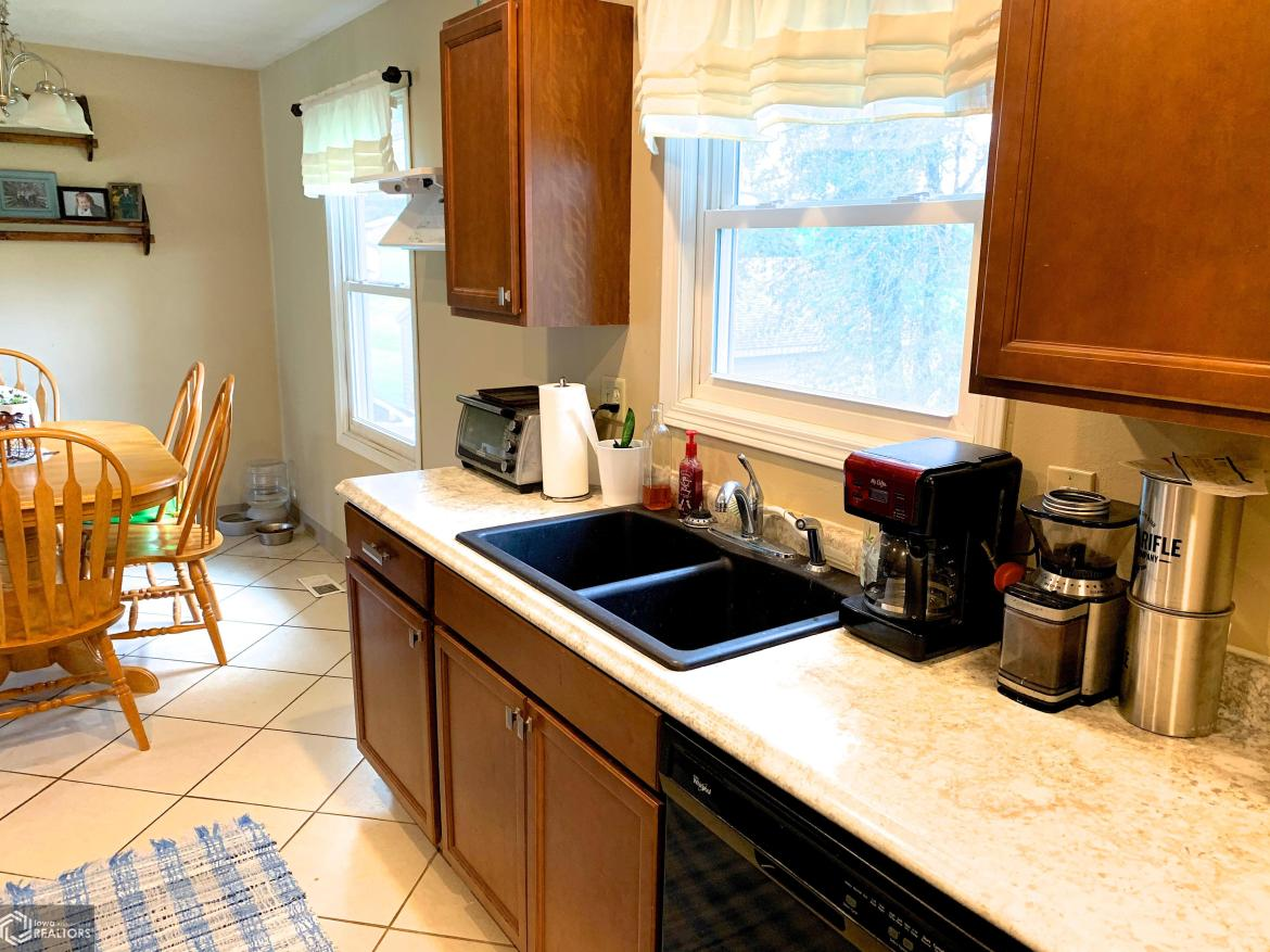 500 Harrison, Grinnell, Iowa 50112-2327, 5 Bedrooms Bedrooms, ,1 BathroomBathrooms,Single Family,For Sale,Harrison,5658124
