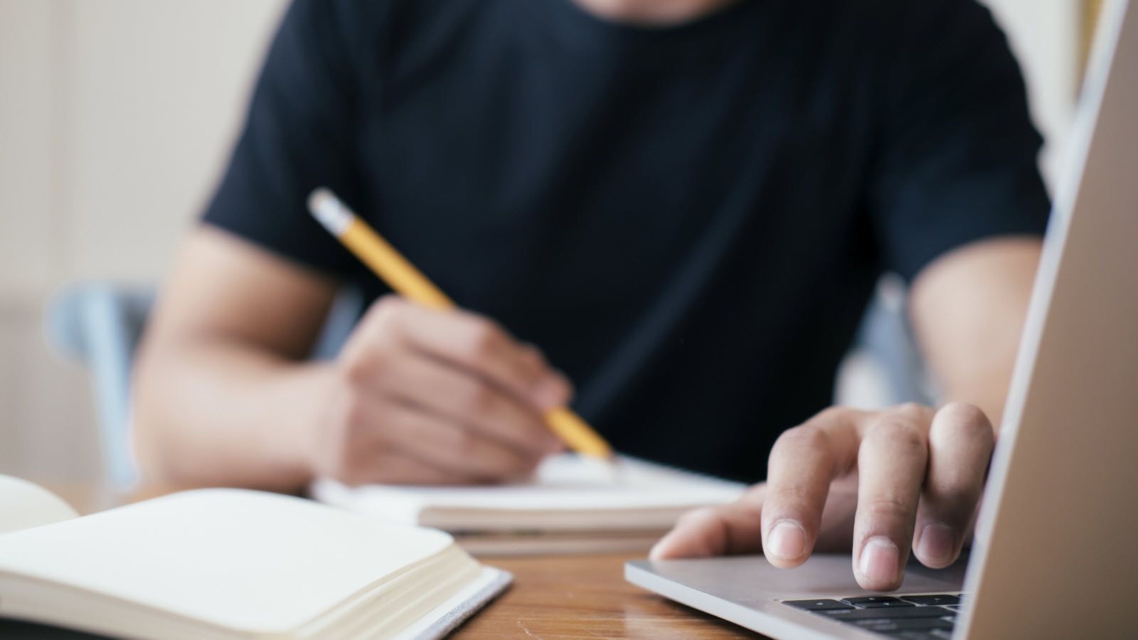 What To Know About Finding College Scholarships