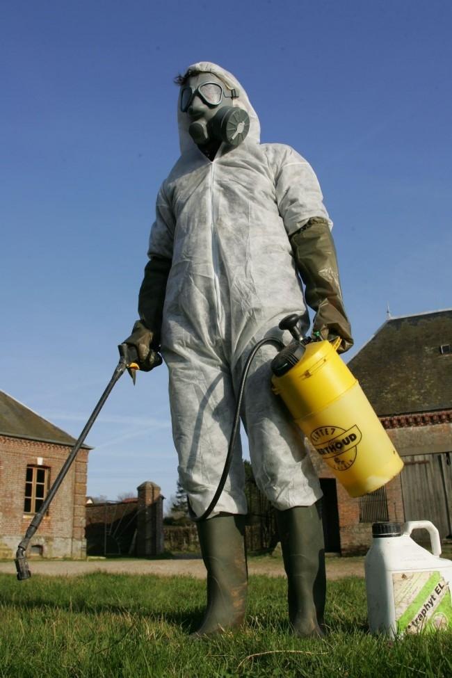 Pesticides : la combinaison qui va bien