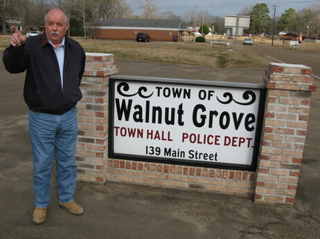 """Walnut Grove Mayor Grady Sims says the prison has """"done an excellent job"""" and that the money it brings in helps the town maintain a full-time police department."""