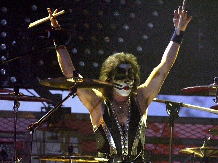 Kiss drummer Eric Singer at a 2006 concert.