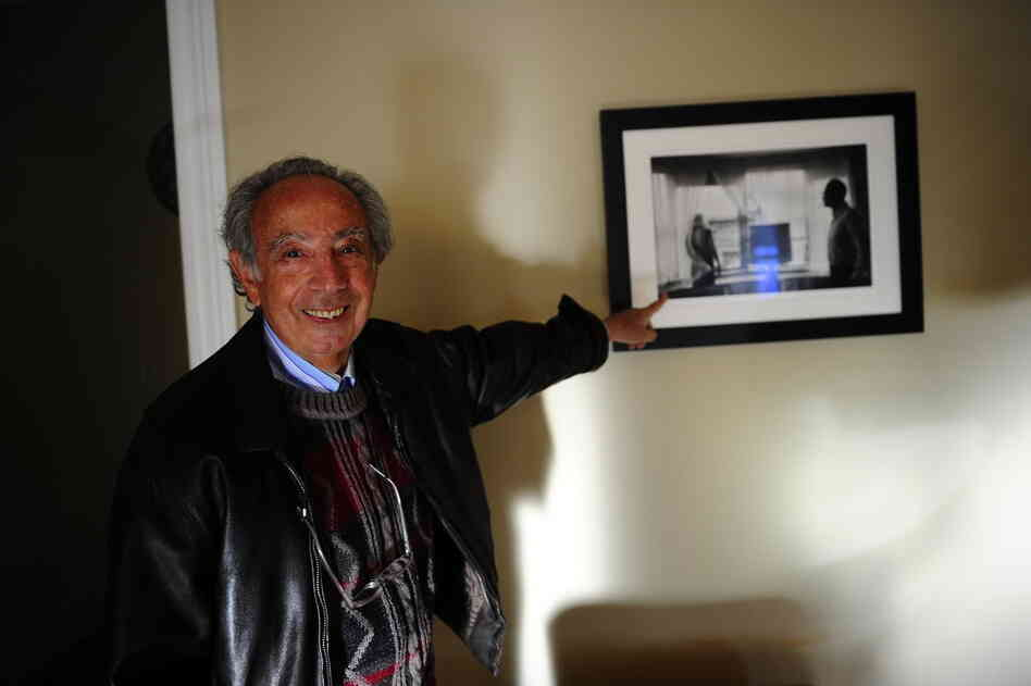 Former manager Stanley Bard, standing in room 614, points out a photograph of actress Marilyn Monroe and playwright Arthur Miller, taken in that same room. Miller lived in 614 for several years during the 1960s.