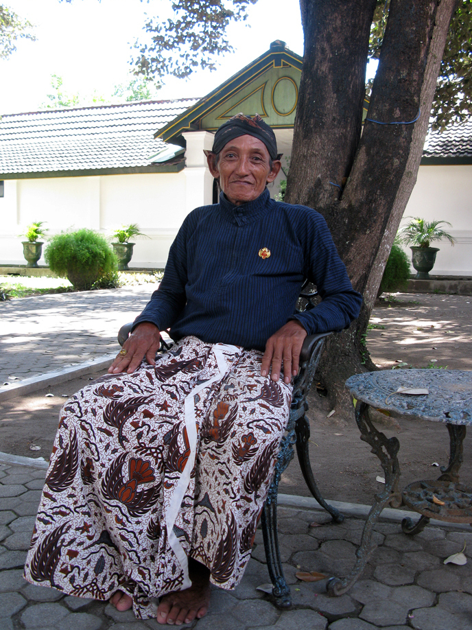 Court retainer Widodo says the people of Yogyakarta do not agree with Indonesia's president, who wants to hold elections for the post of provincial governor. The job has been held by the unelected Sultan of Yogyakarta.