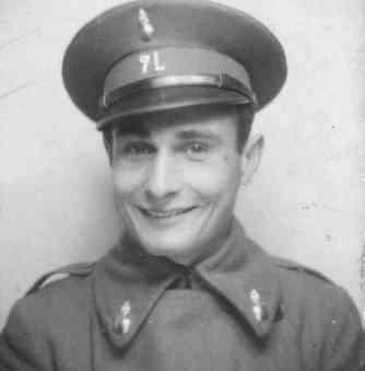 Juan Pujol con el uniforme del ejército republicano, de donde desertó para acabar en una prisión franquista.