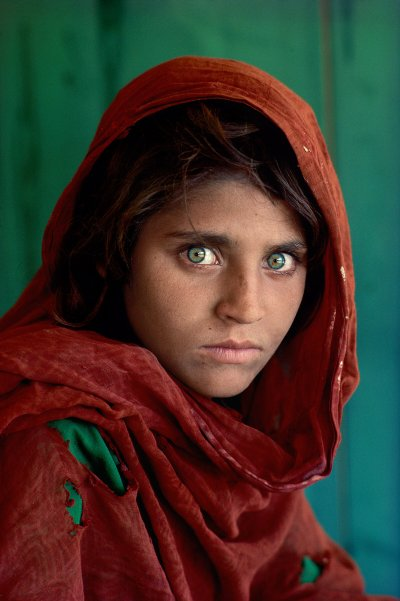 Das afghanische Mädchen Sharbat Gula im Alter von etwa 12 Jahren | Bild: Steve McCurry