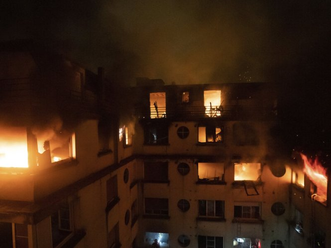 At Least 10 Killed Dozens Injured In Paris Apartment Fire