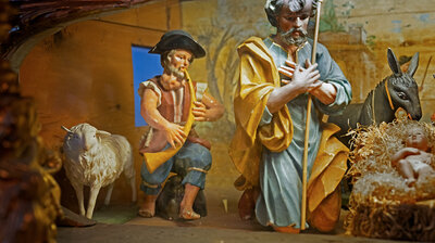 Why Certain Poor Shepherds In Nativity Scenes Have Huge, Misshapen Throats
