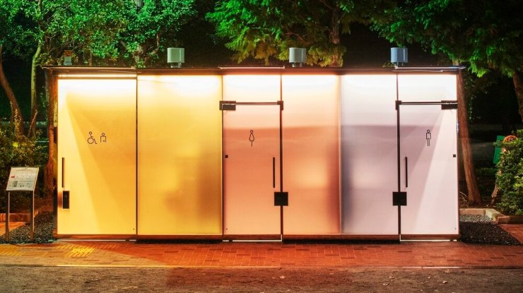 The Transparent Public Toilets That Offer Privacy. 9