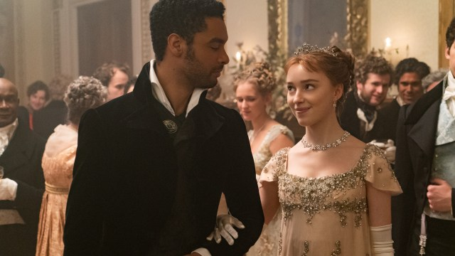 Regé-Jean Page and Phoebe Dynevor as the hot duke and Daphne in Netflix