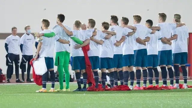 The players of Norway wore a t-shirt with a statement about human rights in Qatar to the national anthem.