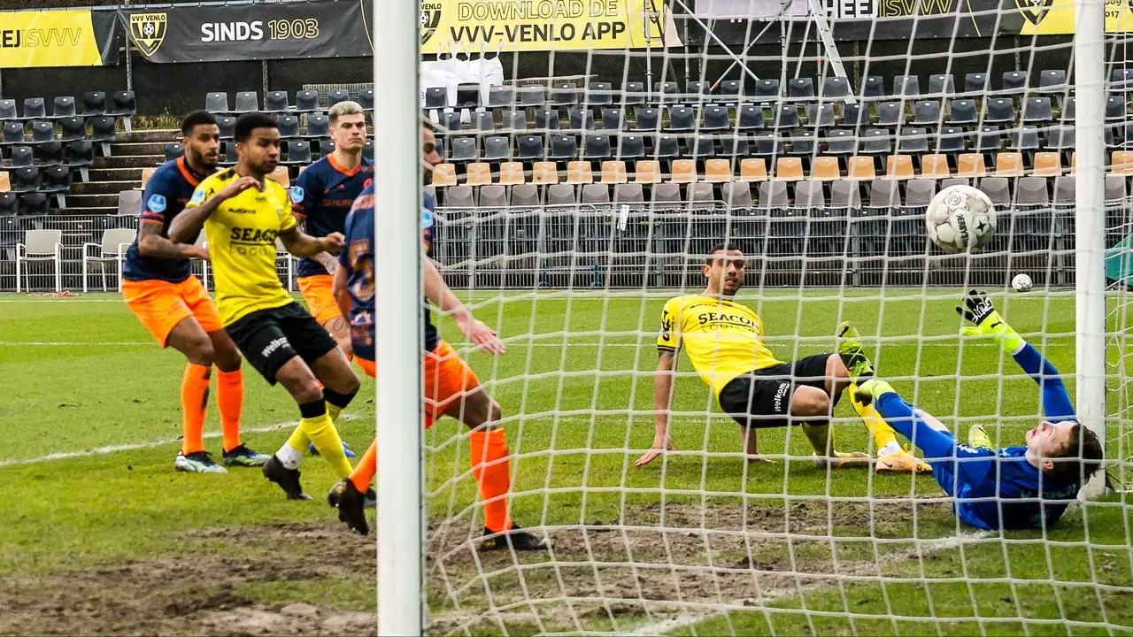 https www tellerreport com sports 2021 03 14 0a giakoumakis equals club record but vvv loses derby to fortuna 0a b1xxg0yoqo html