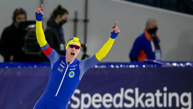 Nils van der Poel is cheering after his world record in the 10,000 meters in Thialf.
