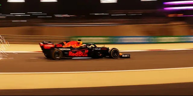 Verstappen in the lead in chaotic GP Bahrain