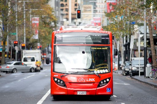 Auckland City Link Bus on Queen Street. Photo/Richard Robinson
