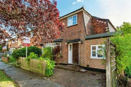 Search Detached Houses For Sale In Hersham   OnTheMarket 3 bedroom detached house for sale   Claremont Close  Hersham  WALTON ON