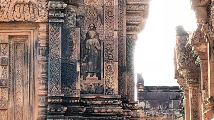 東洋のモナリザ「バンテアイ・スレイ遺跡」はクメール美術の秘宝