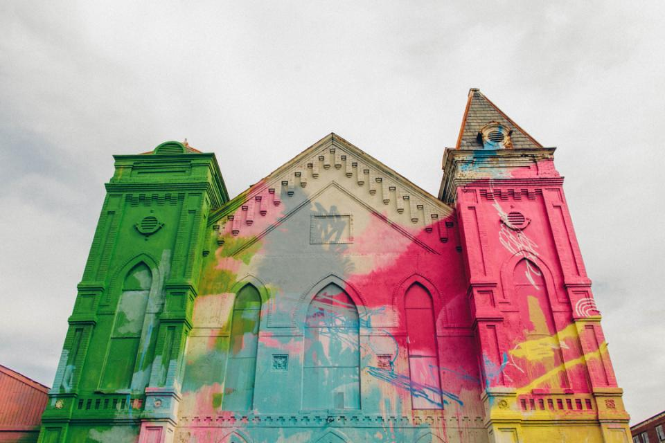 https://i2.wp.com/media.paperblog.fr/i/607/6076944/art-is-beautiful-14-eglise-arc-ciel-graffeur--L-7liHJc.jpeg