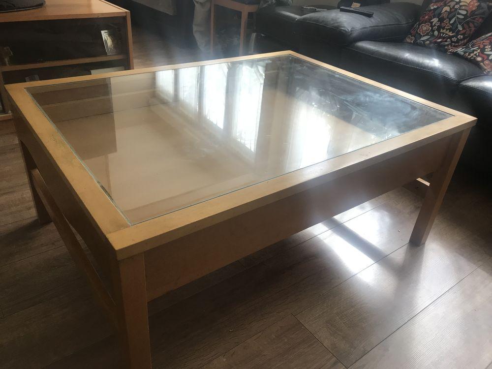 table basse en bois et verre a 40