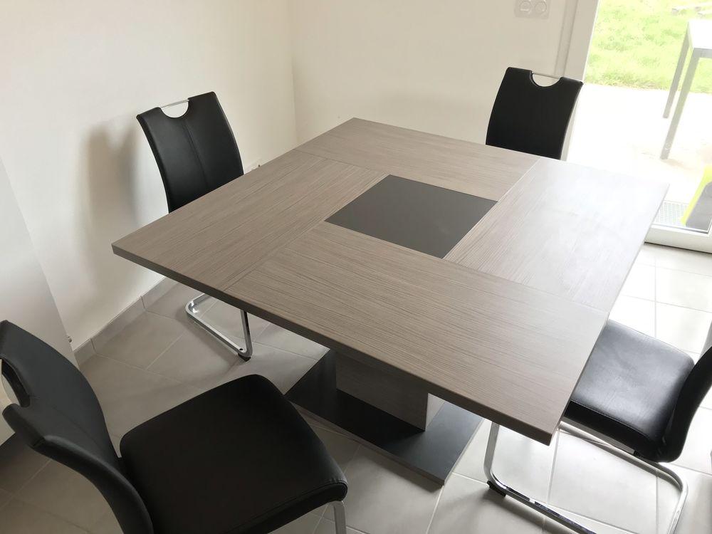 achetez table bois carree quasi neuf