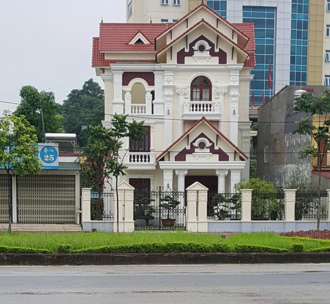 Sau biệt phủ khủng của Giám đốc Sở TNMT, phát hiện thêm dinh thự nguy nga của gia đình Giám đốc Sở KH&ĐT Yên Bái